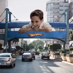 Hotwheels på gångbro